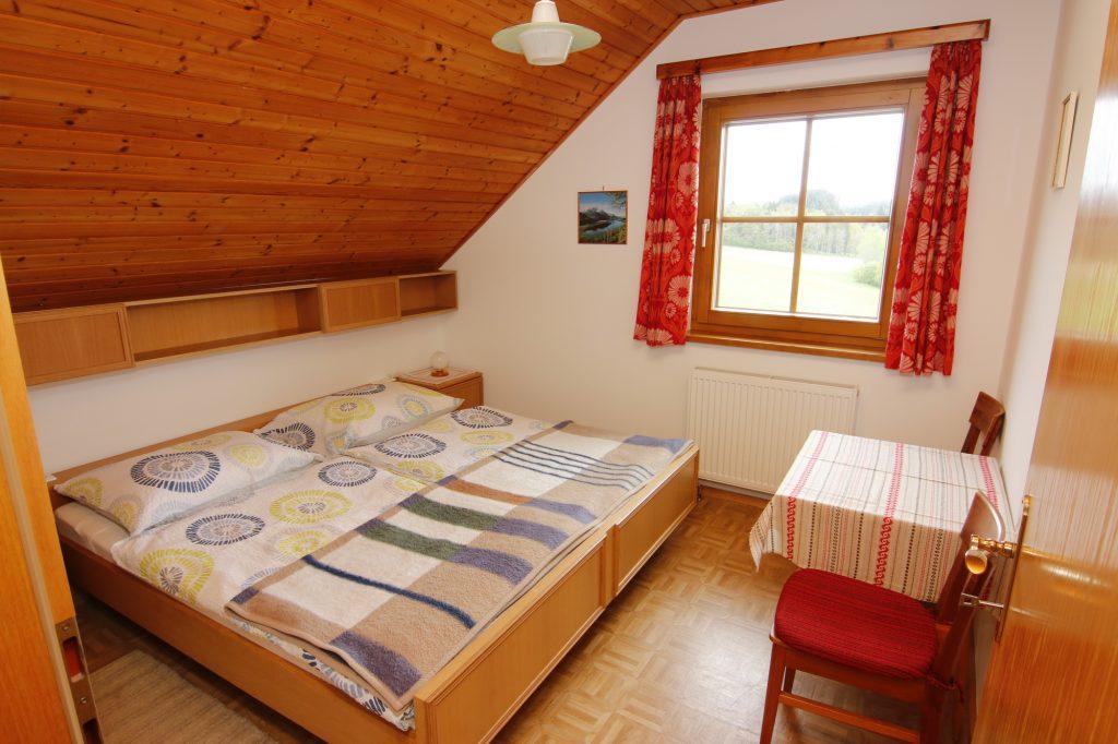 Ferienwohnung Schlafzimmer mit Blick Richtung See