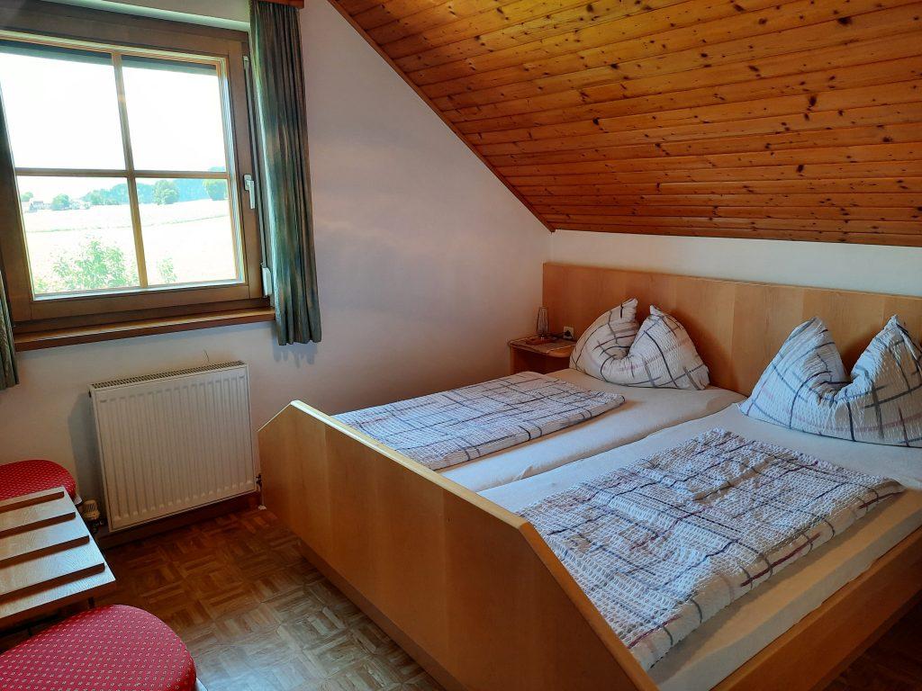 Pension Hecher Ferienwohnung Bergsicht Schlafzimmer 2
